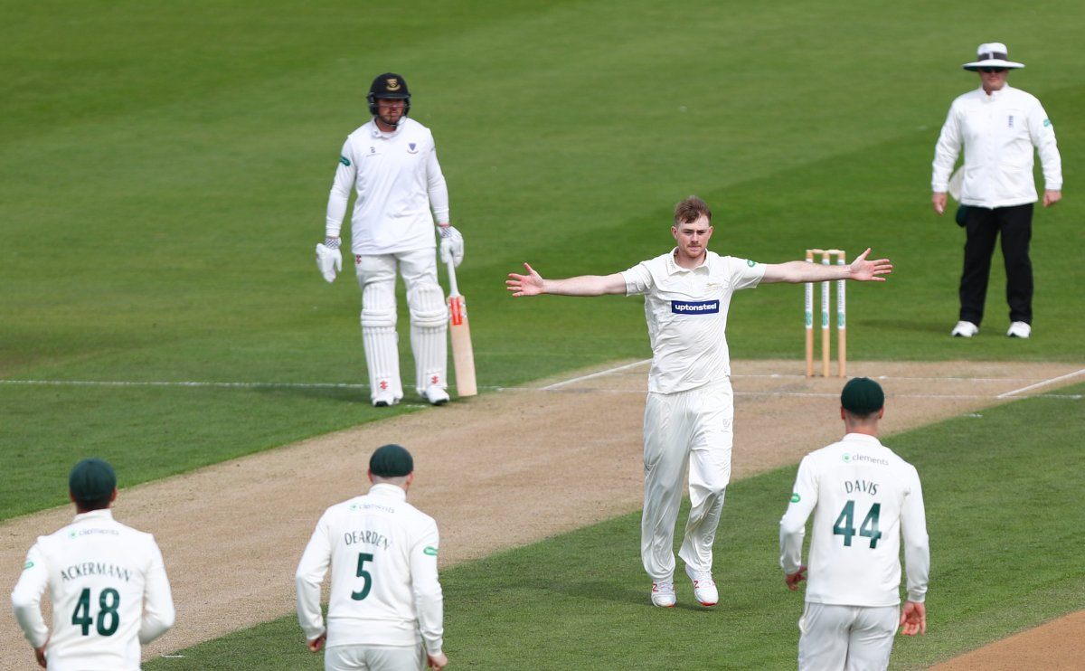 Taylor and Ackermann's finests give Leicestershire the opening round advantage